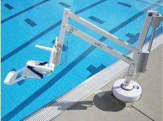 Elevador discapacitados Splash Astralpool para acceso a piscinas