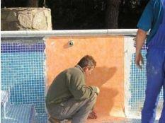 Fuga en piscina de hormigón