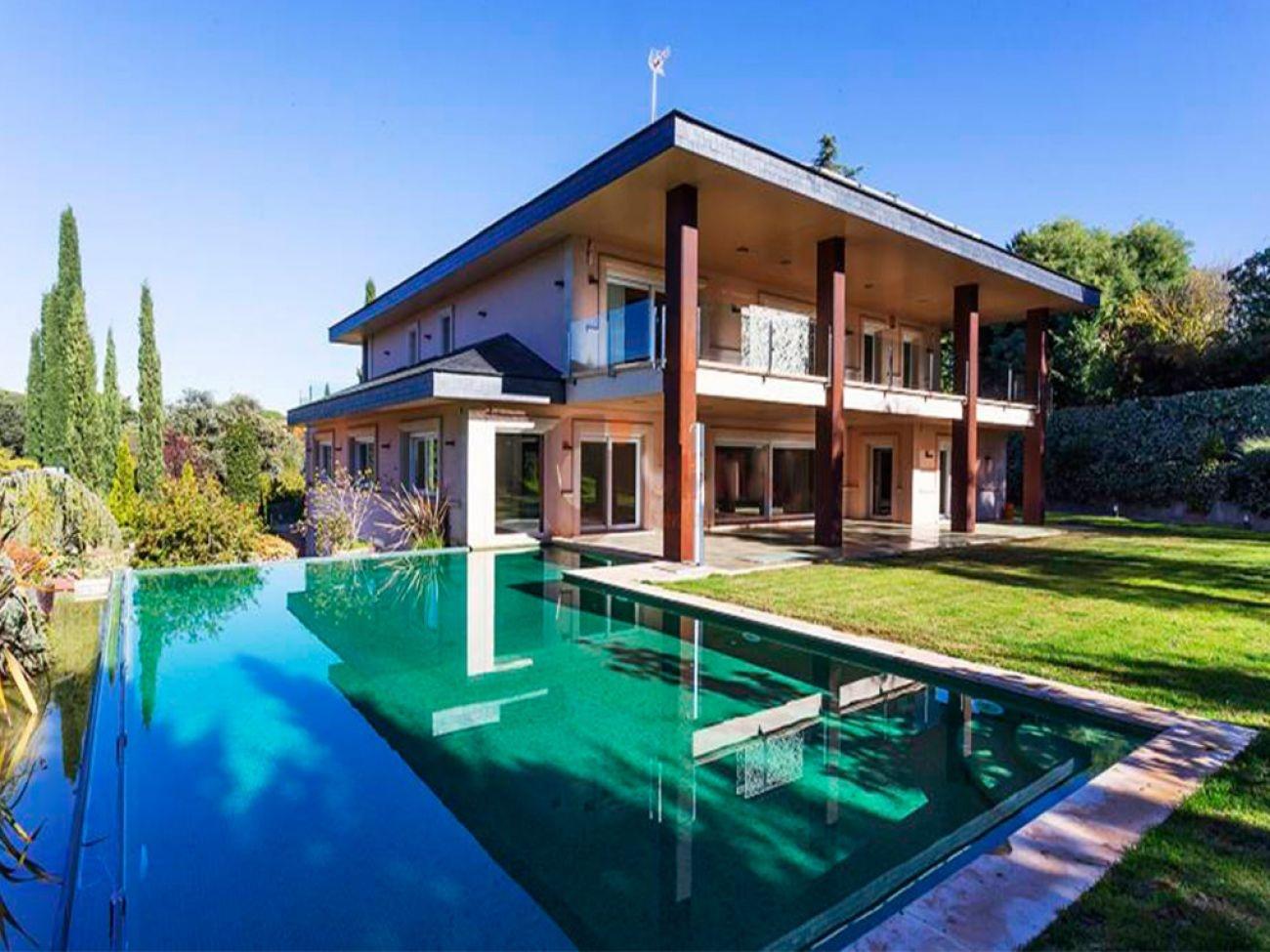 Construcci n de piscina desbordante infinity en madrid - Piscinas cubiertas alcobendas ...