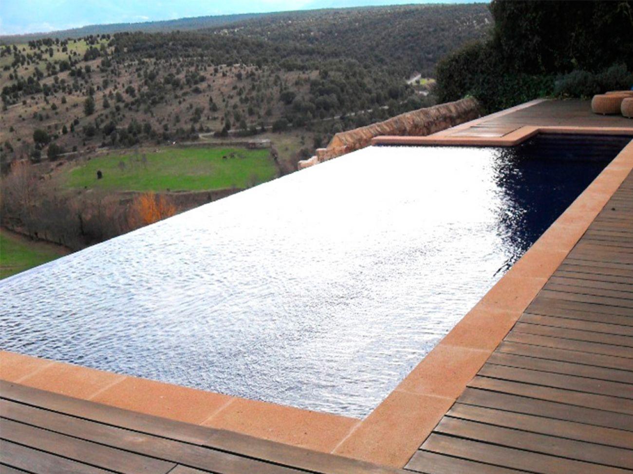 Construcci n de piscina infinity en segovia pedraza - Construccion de piscina ...