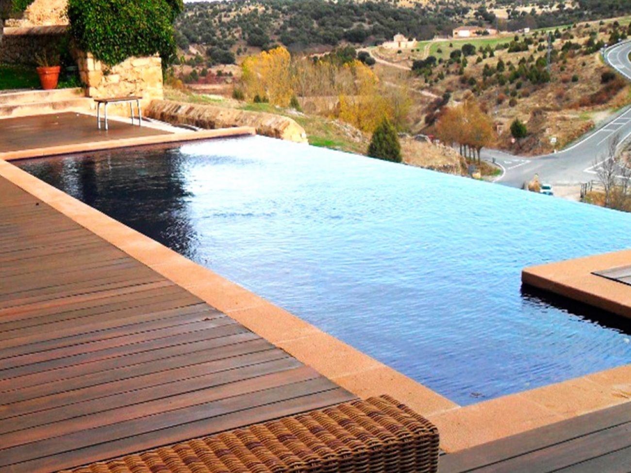 Construcci n de piscina infinity en segovia pedraza for Construccion de piscinas en lleida